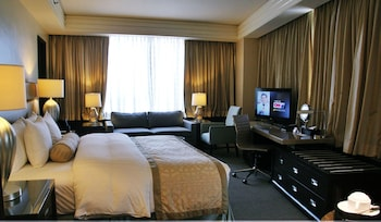 Crimson Hotel Alabang Room