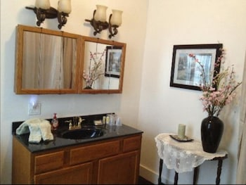 Home Sweet Home Bed and Breakfast - Bathroom  - #0