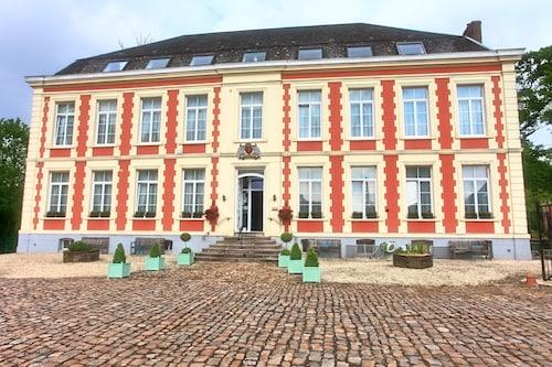 . Château de Moulin le Comte