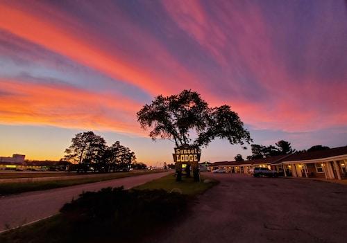 . Sunset Lodge Escanaba