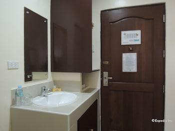 Days Hotel Cebu - Toledo Bathroom
