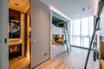 Family Room, Multiple Beds, City View