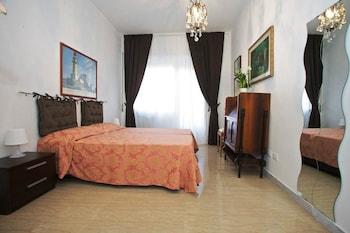 Double Room, Shared Bathroom (Mirella)