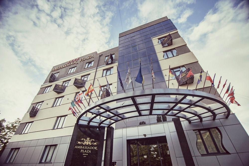 Отель Ambassador Plaza