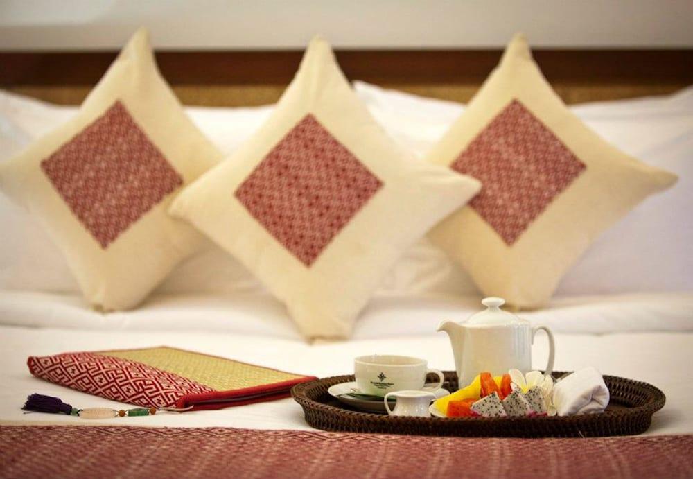 https://i.travelapi.com/hotels/6000000/5450000/5449500/5449469/2b644b4d_z.jpg