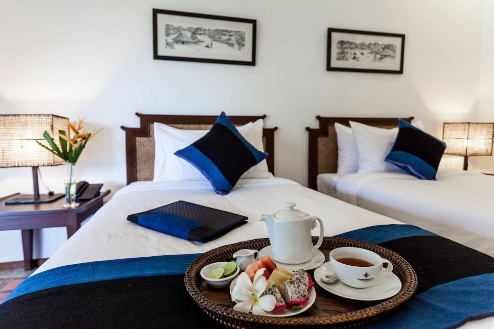 https://i.travelapi.com/hotels/6000000/5450000/5449500/5449469/c9a2cb0a_z.jpg