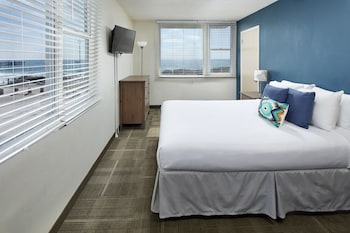 Guestroom at Pacific View Inn in San Diego