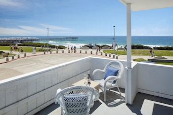Terrace/Patio at Pacific View Inn in San Diego