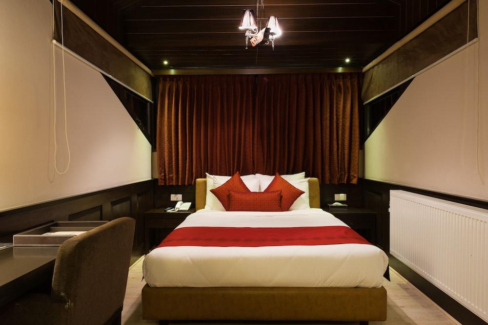 https://i.travelapi.com/hotels/6000000/5460000/5454400/5454344/75384cdd_z.jpg