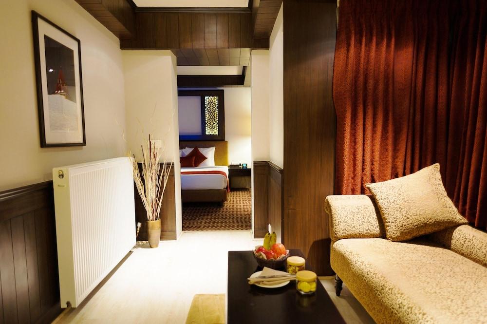 https://i.travelapi.com/hotels/6000000/5460000/5454400/5454344/b3e04c9c_z.jpg