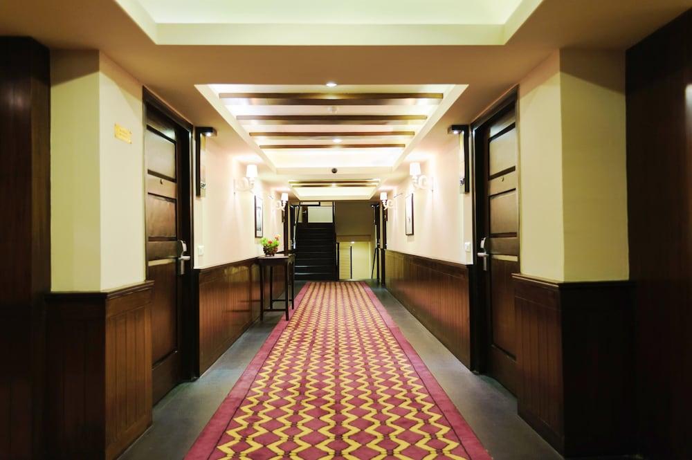https://i.travelapi.com/hotels/6000000/5460000/5454400/5454344/e43235c1_z.jpg