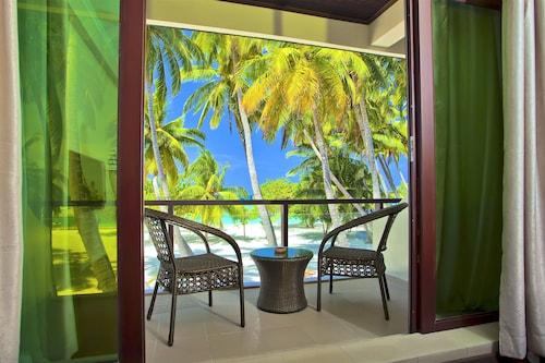 . Kaani Beach Hotel