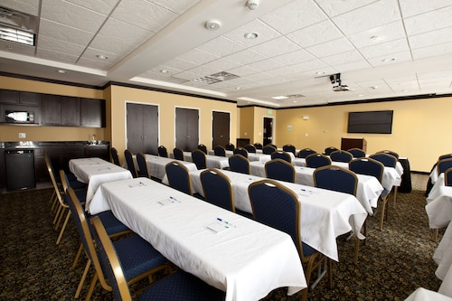 Holiday Inn Express & Suites Detroit North - Troy, Oakland