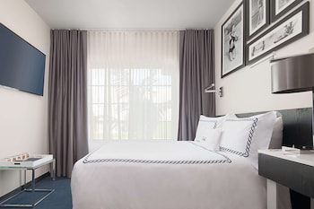 Signature Room, 1 Queen Bed, Accessible (Roll-In Shower, Mobility)
