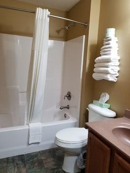 Econo Lodge - Bathroom  - #0