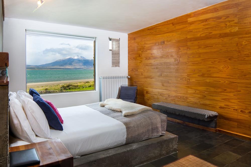 https://i.travelapi.com/hotels/6000000/5480000/5479500/5479439/adb75ef9_z.jpg