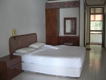 Superior Double Room, 1 Queen Bed, Private Bathroom, Lake View