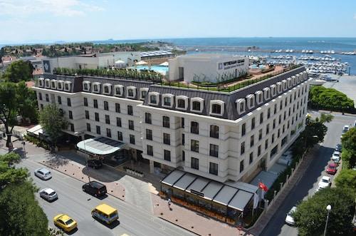 Wyndham Grand Istanbul Kalamis Marina Hotel, Kadıköy