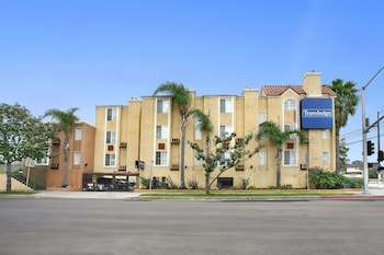Hotel - Travelodge Inn & Suites by Wyndham Gardena CA