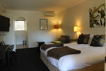 Guestroom at Cedar Creek Lodges in Tamborine Mountain