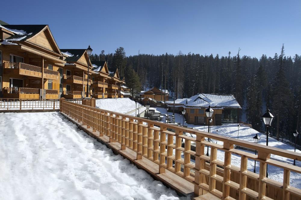 https://i.travelapi.com/hotels/6000000/5510000/5502400/5502343/50bde445_z.jpg