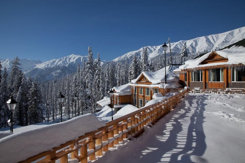 https://i.travelapi.com/hotels/6000000/5510000/5502400/5502343/86b1b369_z.jpg
