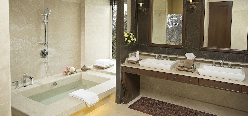 https://i.travelapi.com/hotels/6000000/5510000/5502400/5502343/cf2de3e1_z.jpg