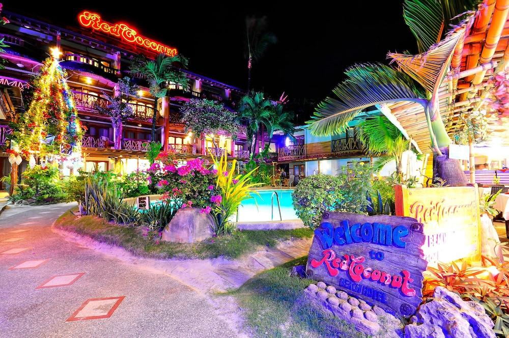 レッド ココナッツ ビーチ ホテル