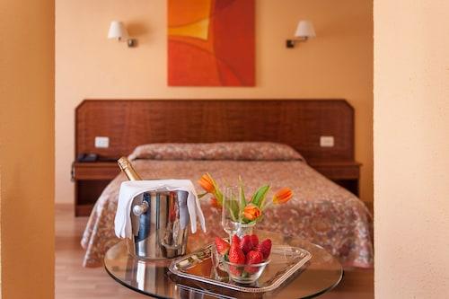 __{offers.Best_flights}__ Hotel Unzaga Plaza