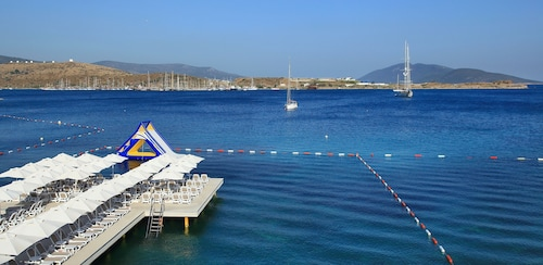 . Royal Arena Hotel & Resort Spa