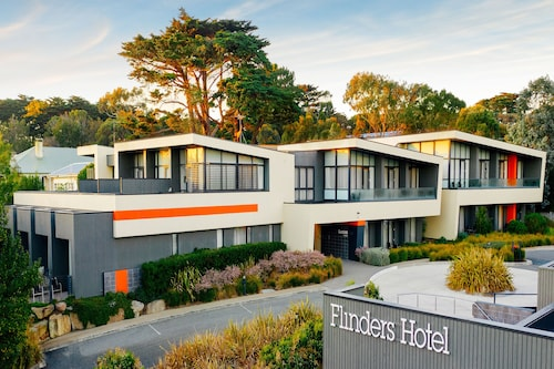 __{offers.Best_flights}__ Flinders Hotel
