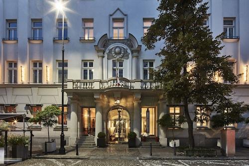 . H15 Boutique Hotel