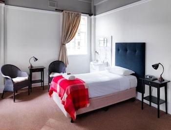 Grand Single Room Shared Bathroom