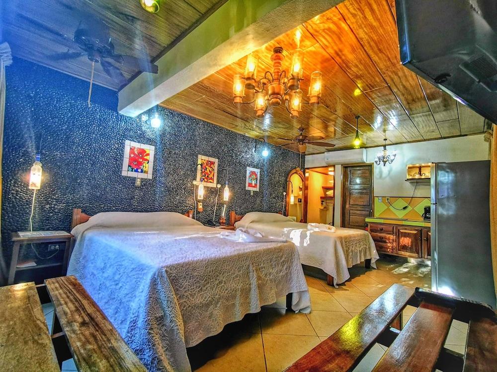 https://i.travelapi.com/hotels/6000000/5590000/5581000/5580910/52556655_z.jpg