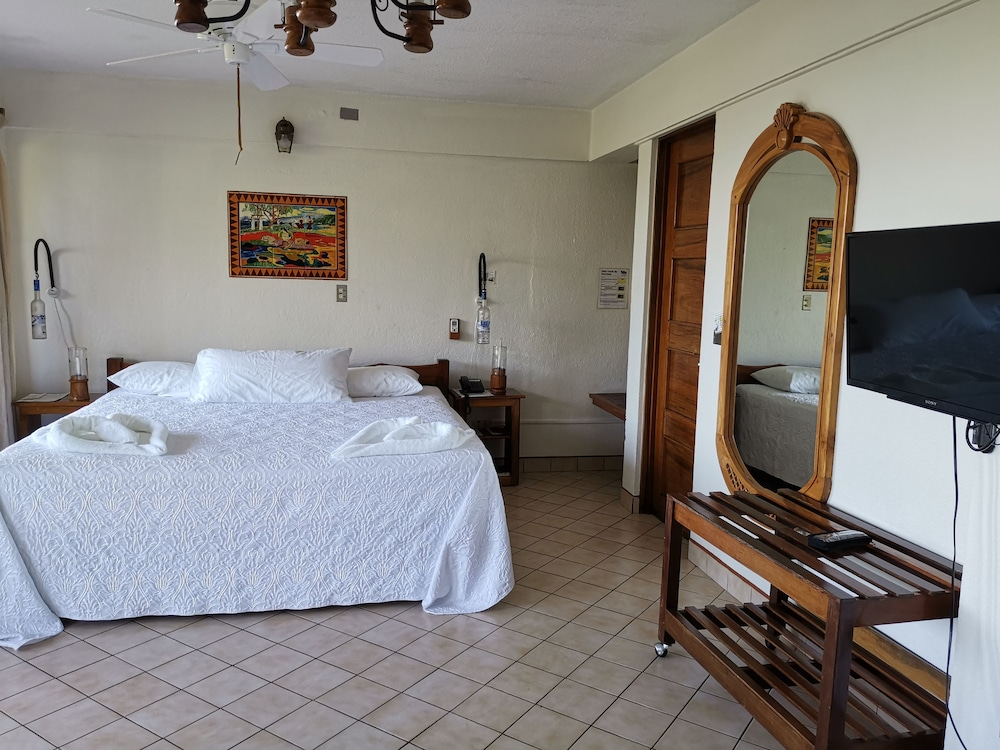 https://i.travelapi.com/hotels/6000000/5590000/5581000/5580910/da929fd0_z.jpg