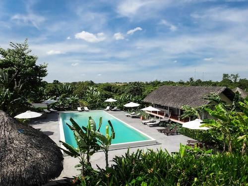 . Mekong Riverside Boutique Resort & Spa