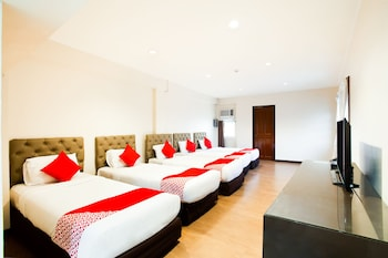 Humberto's Hotel Davao Room