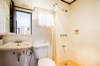 Humberto's Hotel Davao Bathroom