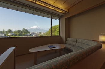 Japanese Style Room with a sofa & Mt. Fuji View (Annex Build)