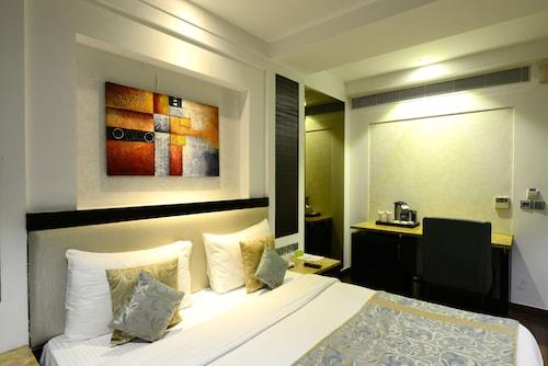 Hotel City Star, West