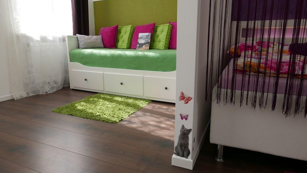 GoVienna Small Modern Apartment