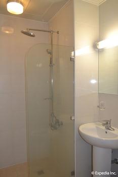 J House Pampanga Bathroom