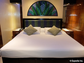 Fields Walking Street Hotel Pampanga Guestroom