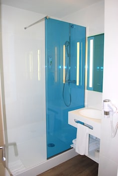 ibis Styles Toulouse Nord Sesquieres Opening September 2016 - Bathroom  - #0