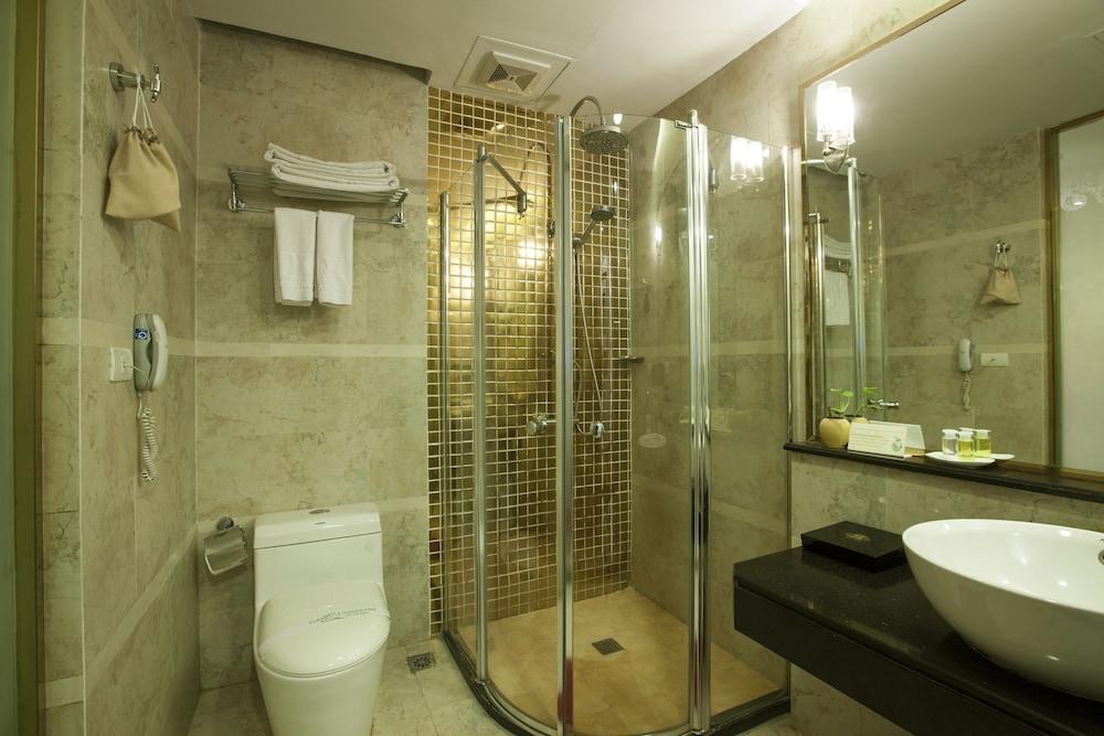 티란트 호텔(Tirant Hotel) Hotel Image 28 - Bathroom