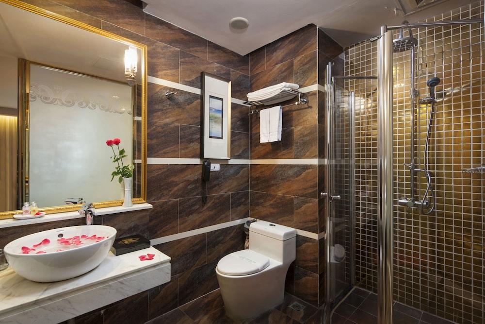 티란트 호텔(Tirant Hotel) Hotel Image 32 - Bathroom