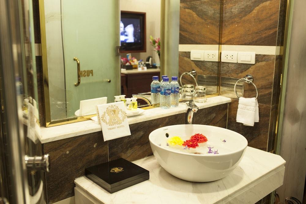 티란트 호텔(Tirant Hotel) Hotel Image 27 - Bathroom
