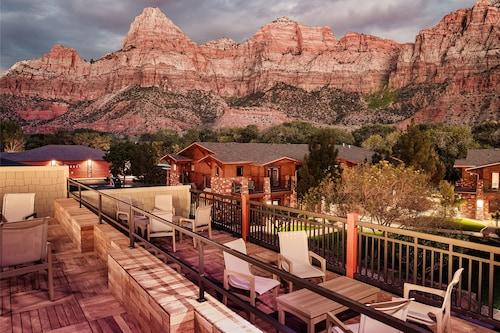 . Cable Mountain Lodge