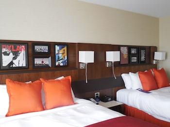 Business Room, 2 Queen Beds, Non Smoking (Breakfast)