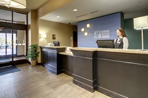. Holiday Inn Express Hotel & Suites Natchez South